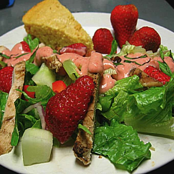 Salad with Grilled Chicken and Creamy Strawberry Dressing